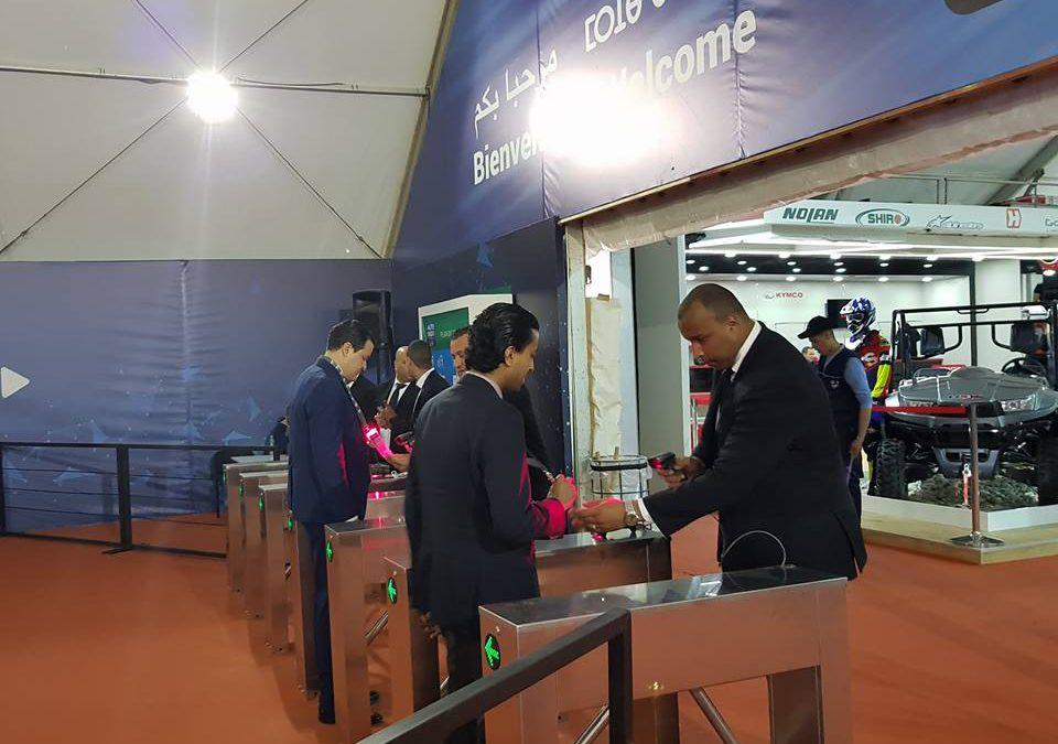 Les tourniquets équipés de douchettes permettant la lecture des QR codes de badges et billets.